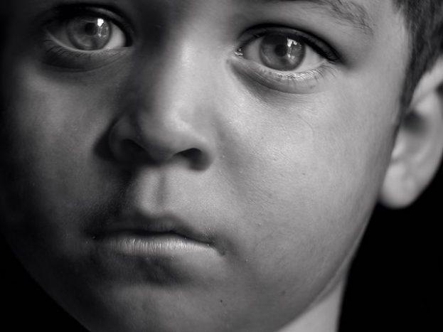 صور اطفال حزينة جداً عن الالم - sad kid